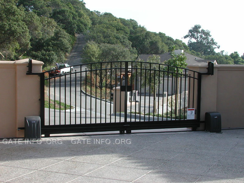 Wrought iron driveway gate photos