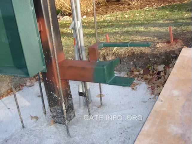 Photo slide show of driveway gate installation